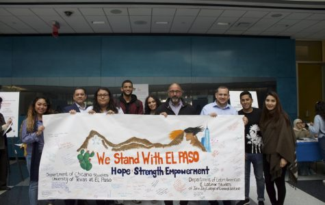 """WE STAND WITH EL PASO"": John Jay Students Sign A Poster in Solidarity With El Paso, Texas"